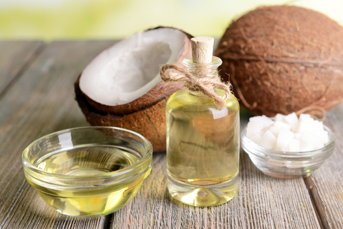 Bild: coconut oil on table close-up, Africa Studio, shutterstock 174012254